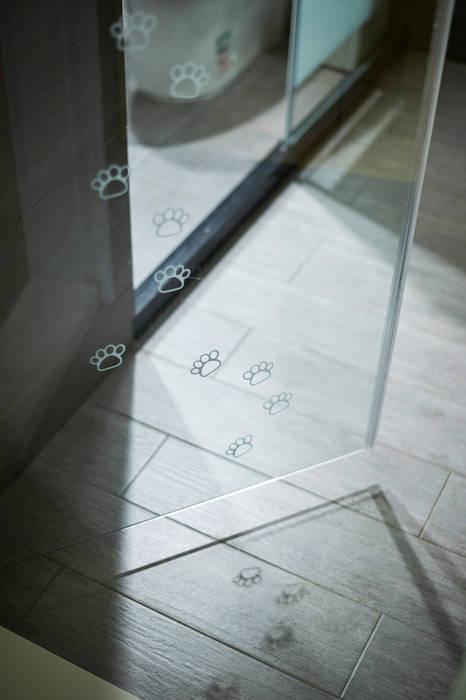 愛貓元素也能成為設計亮點:  客廳 by 青瓷設計工程有限公司