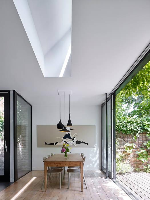 villa 1 Minimalistische eetkamers van White Door Architects Minimalistisch