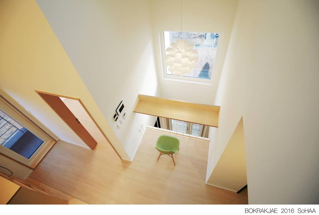 복락재: 소하  건축사사무소    SoHAA의  거실