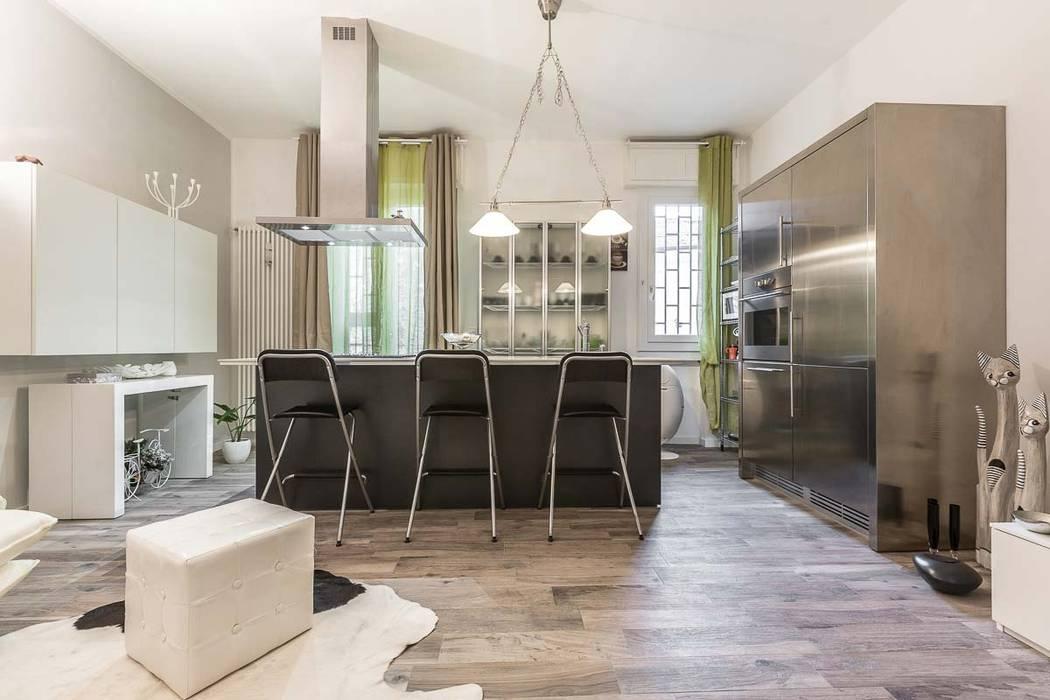 Sala da pranzo e cucina open space: sala da pranzo in stile ...