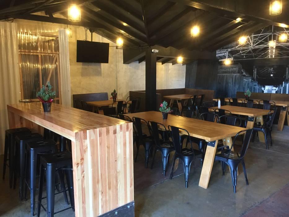 Área de mesas: comedores de estilo ecléctico por constructora marqco ...