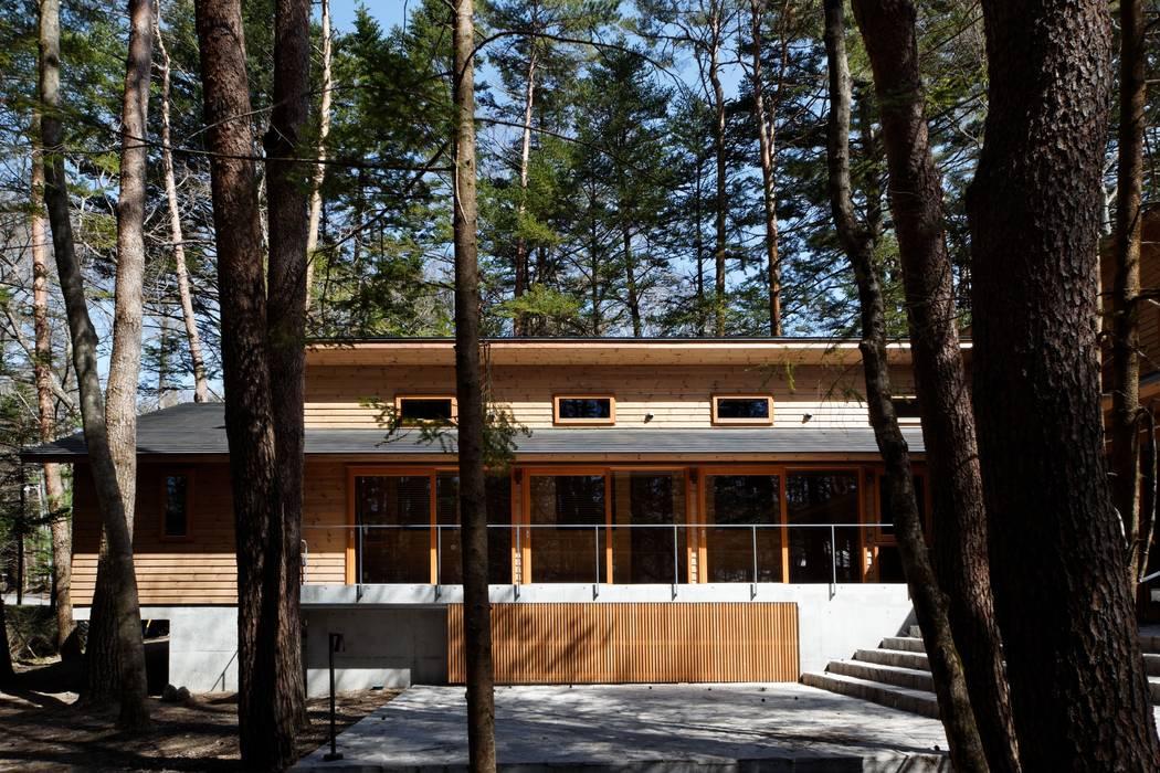 Classic style houses by 株式会社山崎屋木工製作所 Curationer事業部 Classic Wood Wood effect
