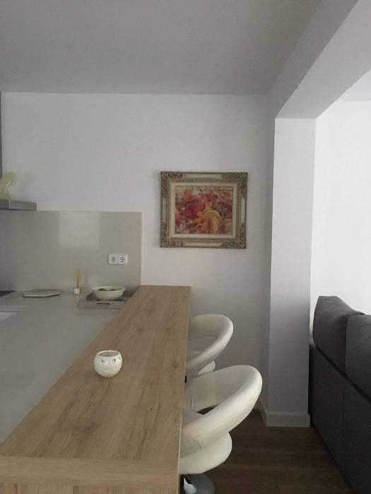 Mesa: cocina de estilo de estudio de cocinas carmen bejarano madrid ...
