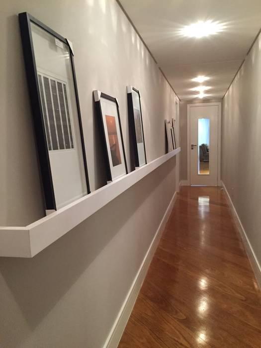 KOSH Arquitetura & Interiores Modern corridor, hallway & stairs