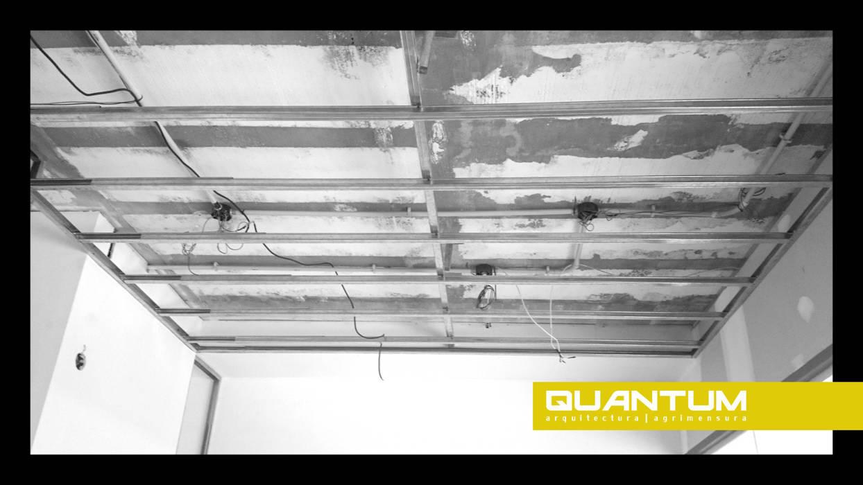 QUANTUM Arquitectura | Agrimensura: Oficinas y Tiendas de estilo  por Betiana Denardi | Arquitecta