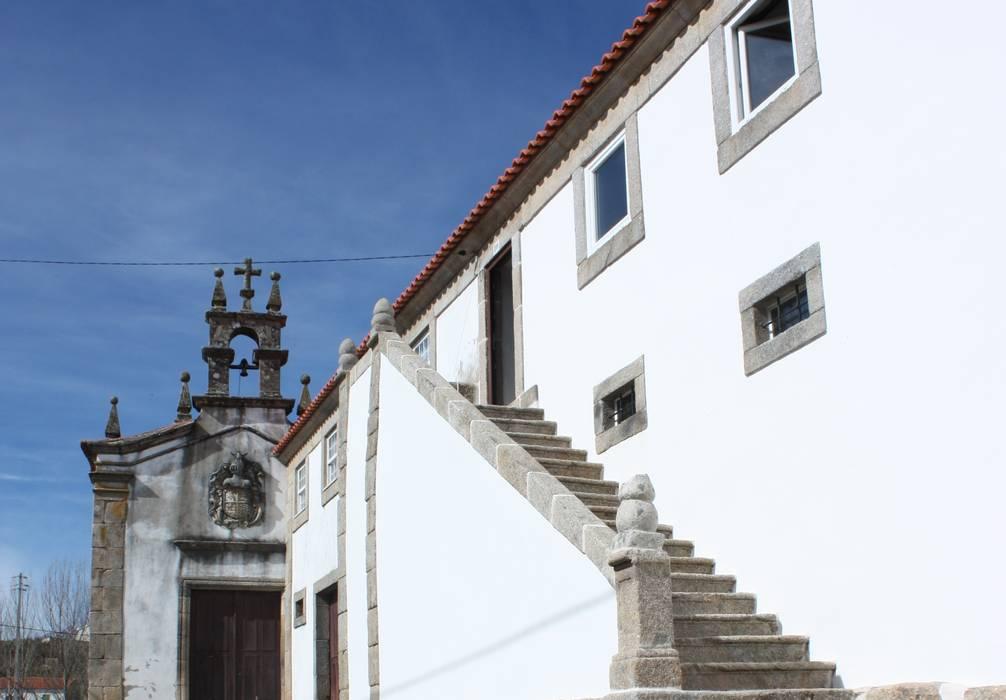 Solar Moimenta Vinhais: Casas  por BCA Arquitetura,Rústico Pedra
