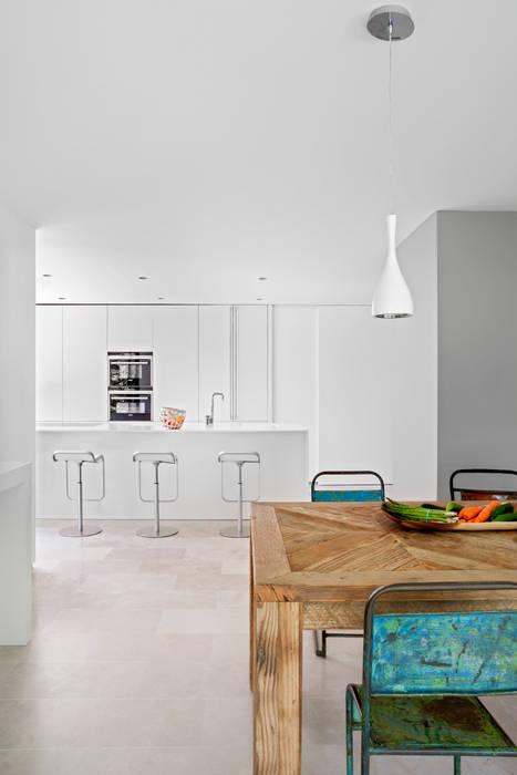 Столовая комната в стиле модерн от ÁBATON Arquitectura Модерн