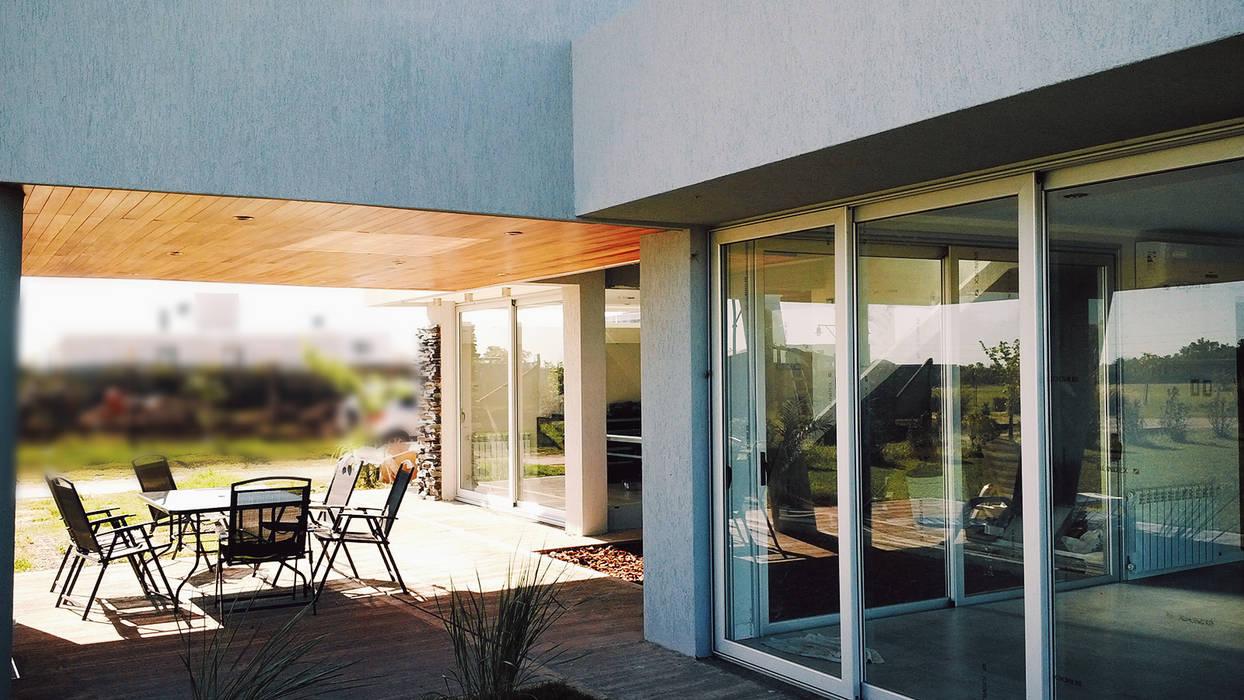 Patio Seco : Jardines de estilo moderno por VHA Arquitectura