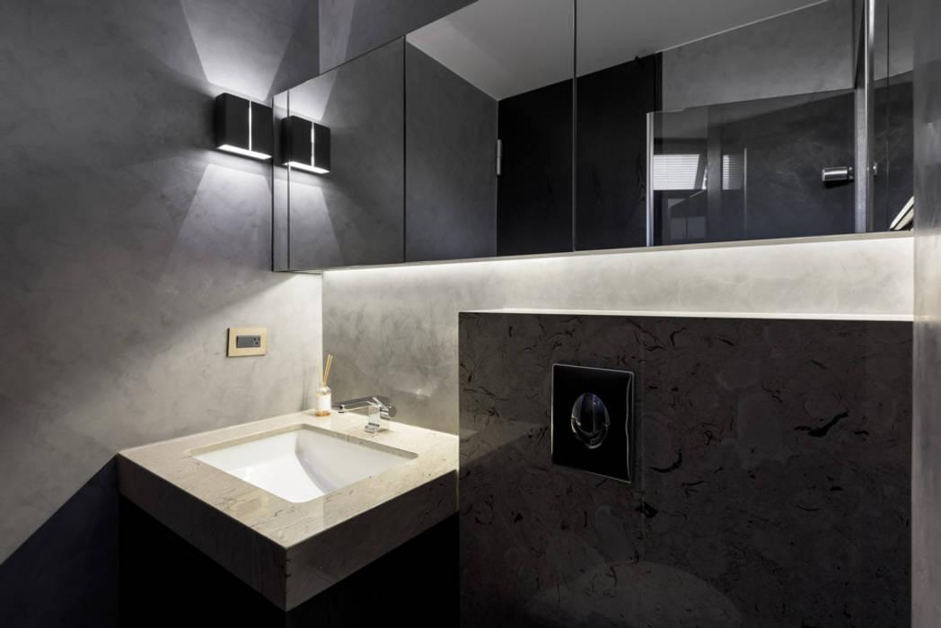 內湖 御和園 邱宅 現代浴室設計點子、靈感&圖片 根據 直譯空間設計有限公司 現代風