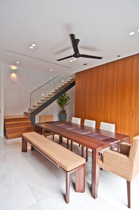 Moonbeam House Modern dining room by ming architects Modern