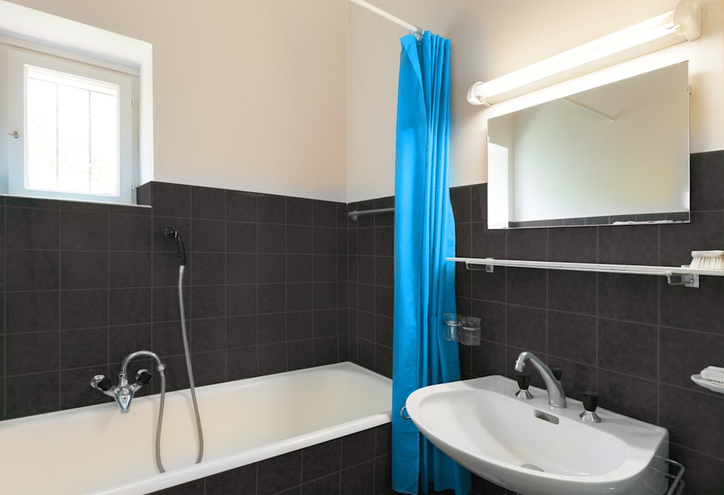 Fliesen streichen mit aqua fliesenlack moderne badezimmer ...