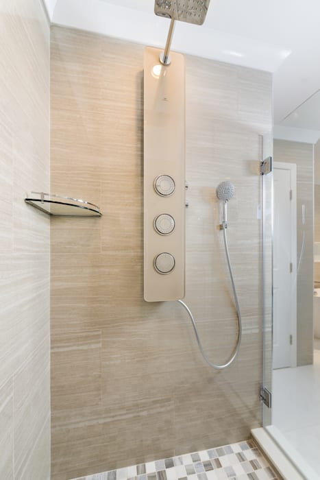 Master Bathroom Shower with Integrated Porcelanossa shower module:  Bathroom by HOMEREDI