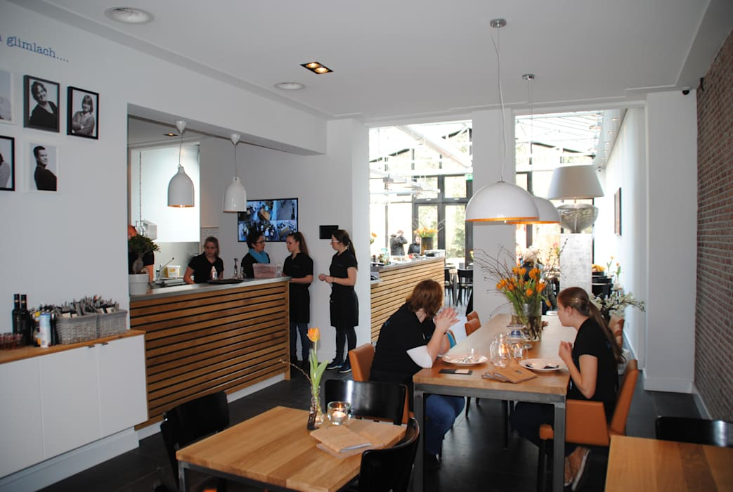 餐廳 by halma-architecten, 現代風