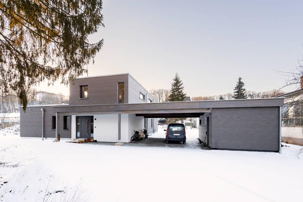 Casas de estilo  de sebastian kolm architekturfotografie, Moderno Madera Acabado en madera