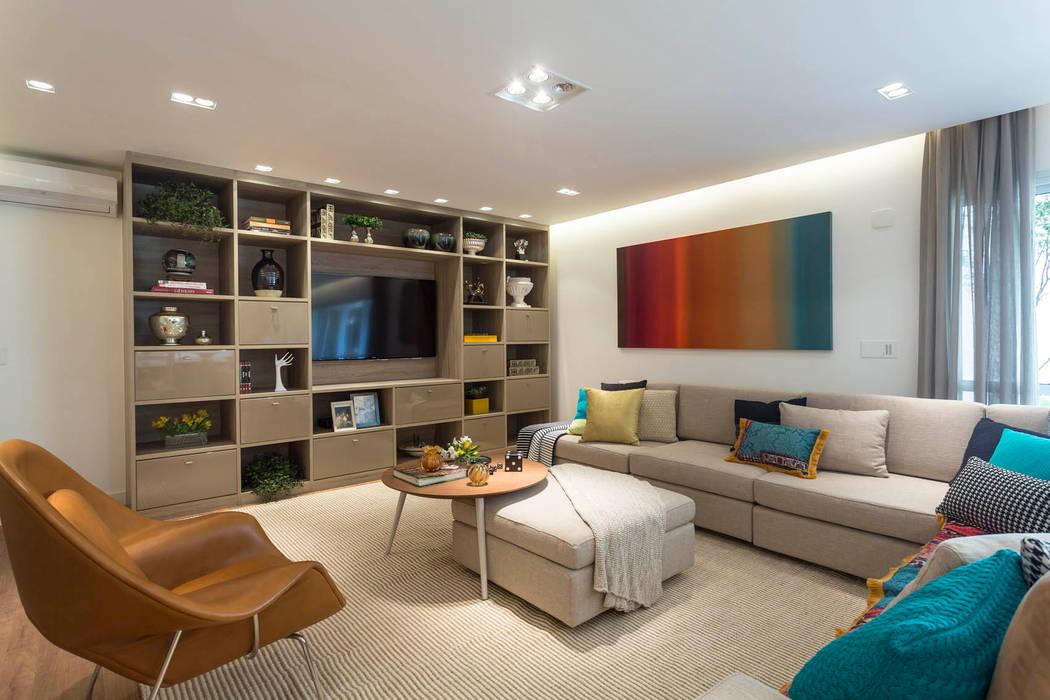 Camila Giongo Arquitetas Associadas - Decoração de Interiores ME Salones de estilo moderno Madera Beige