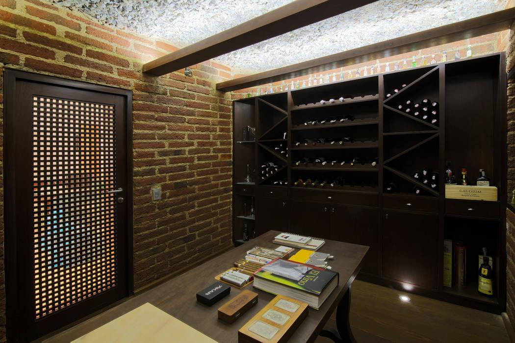 Casa 906: Bodegas de vino de estilo  por Objetos DAC,