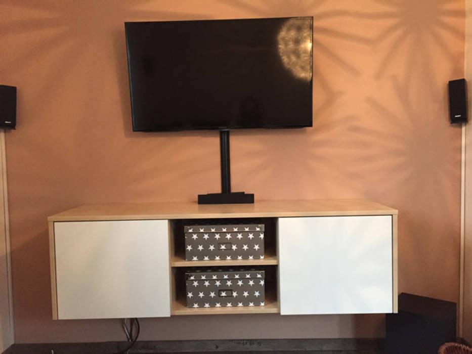 Zweifarbig konzipiertes tv-board: wohnzimmer von schrankwerk ...