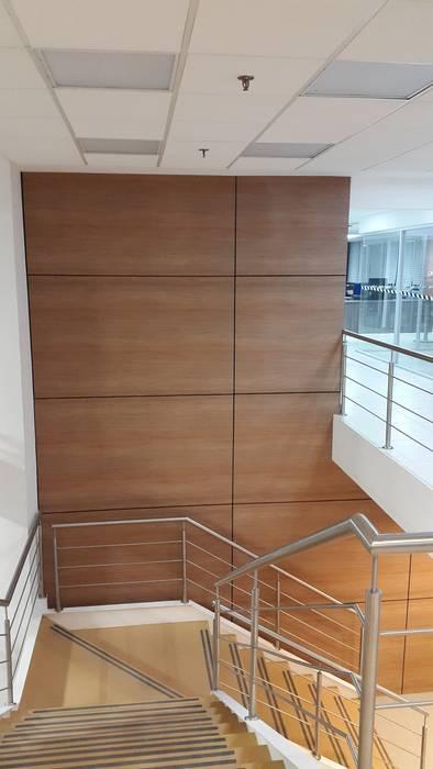 Lambrín decorativo.: Edificios de Oficinas de estilo  por ebanisART Espacio y Concepto