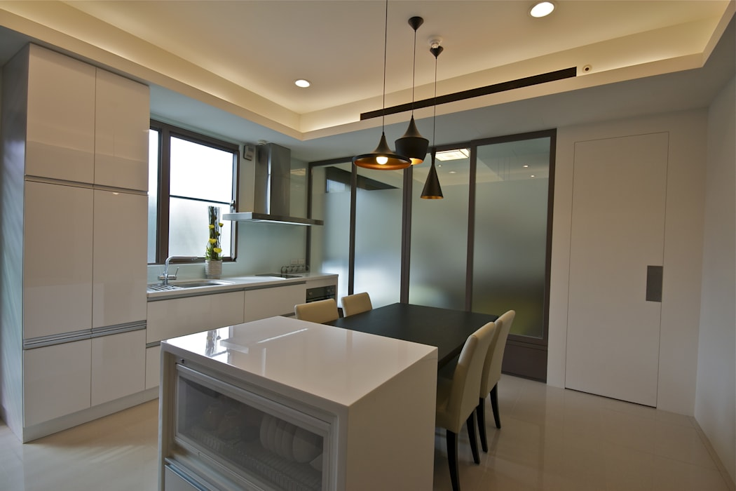 Dining room by 觀林設計, Modern