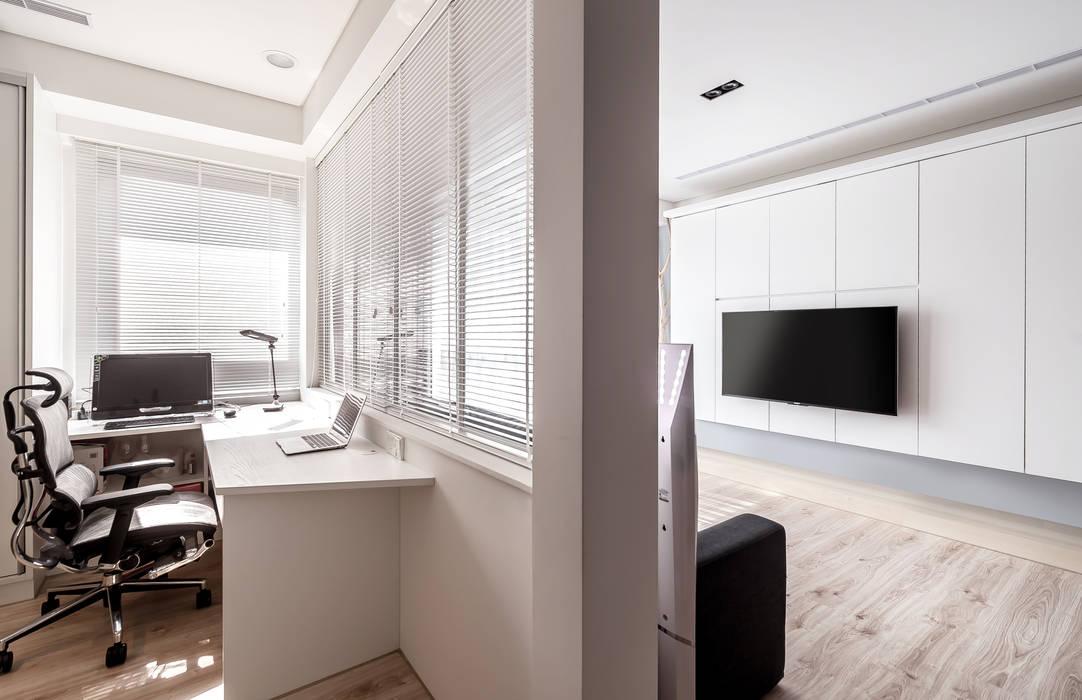 Phòng học/văn phòng phong cách hiện đại bởi 觀林設計 Hiện đại