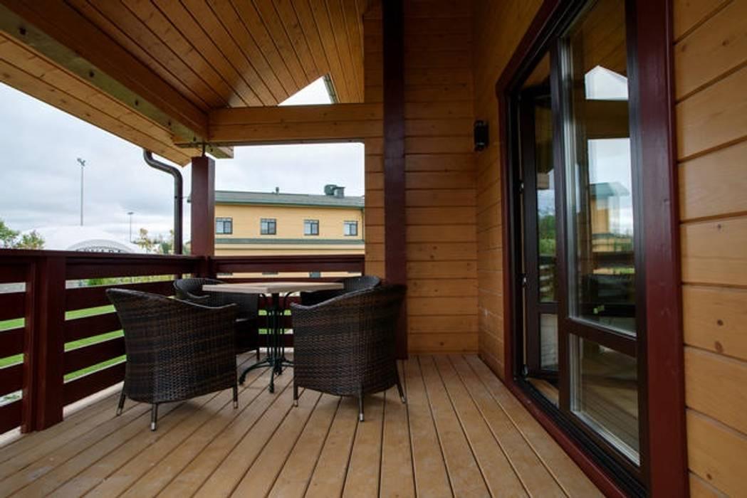 Balcon, Veranda & Terrasse classiques par GOOD WOOD Classique