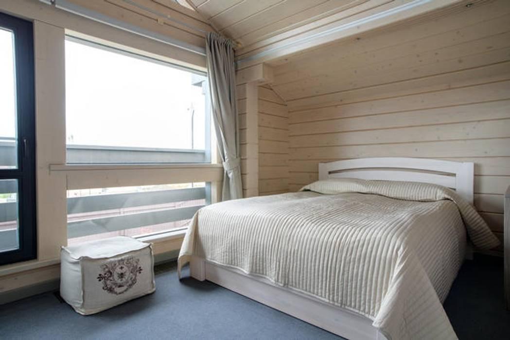 Modern style bedroom by GOOD WOOD Modern