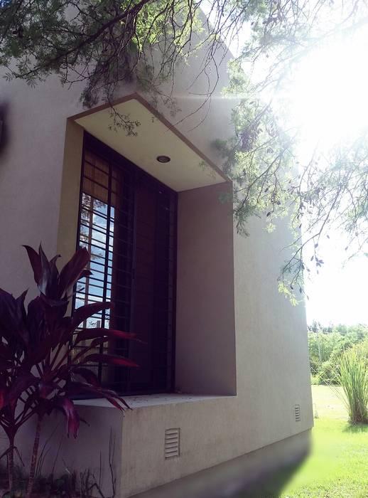 Fachada : Casas de estilo moderno por VHA Arquitectura