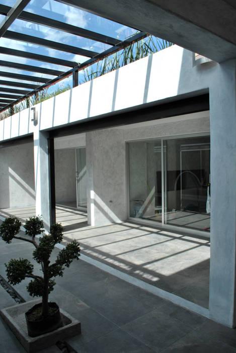 TERRAZA : Espacios comerciales de estilo  por Novhus Oficina de Arquitectura