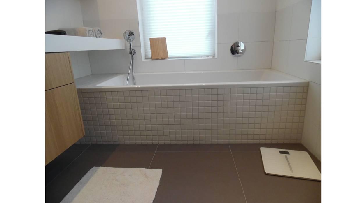 Badkamer karakteristiek jaren 30 woonhuis: moderne badkamer door ...