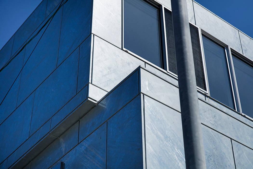 新保本・HOUSE・K(SHINBOHON・HOUSE・K) 吉田裕一建築設計事務所 ミニマルな 家 鉄/鋼 メタリック/シルバー