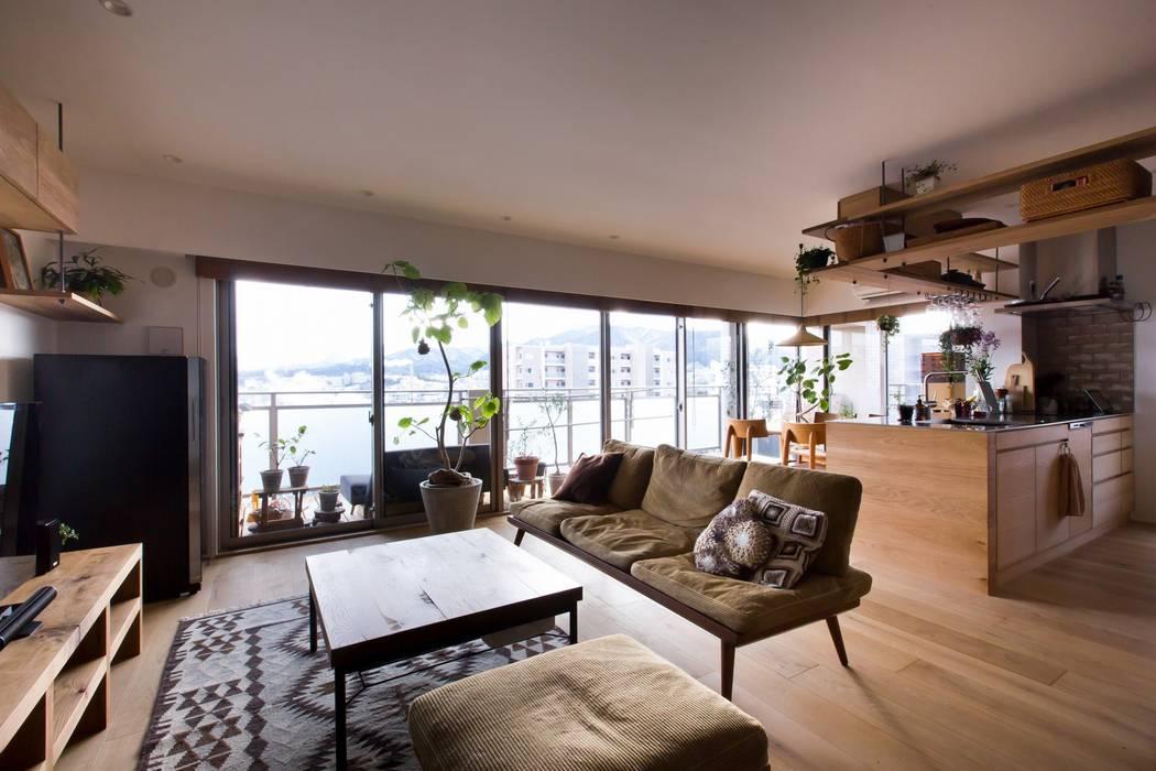 Phòng khách phong cách mộc mạc bởi ALTS DESIGN OFFICE Mộc mạc Gỗ Wood effect