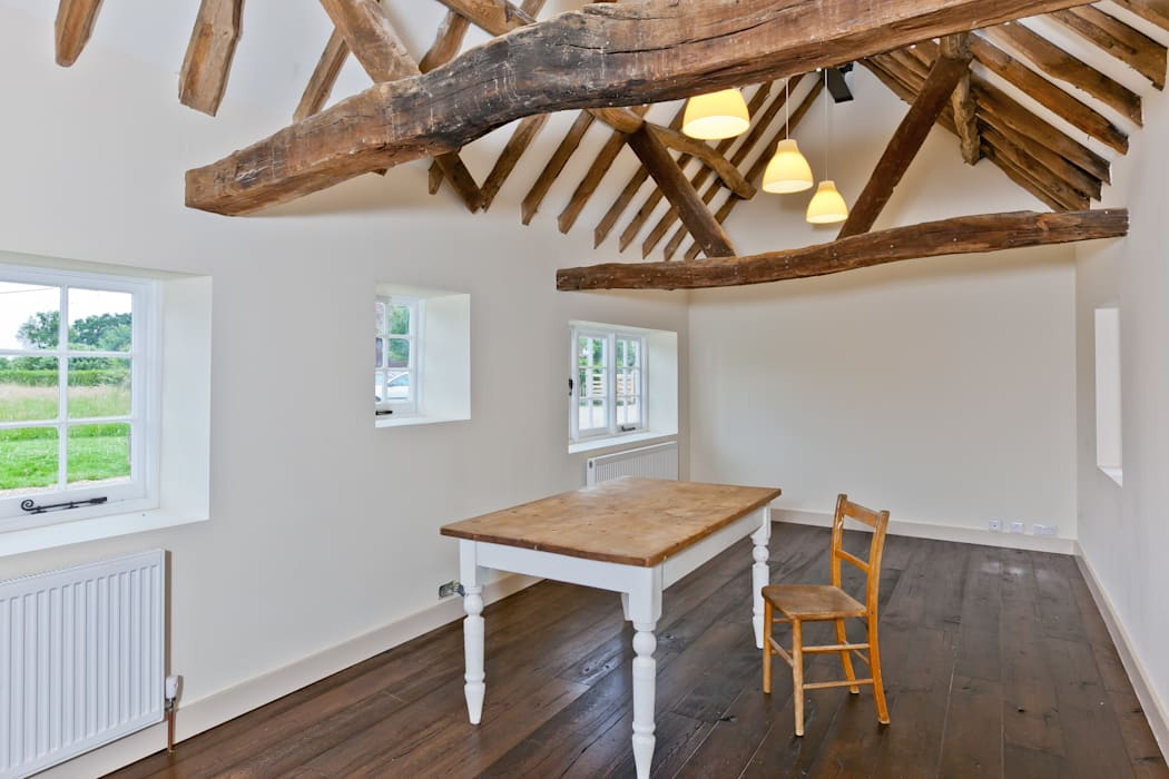 Japonica Cottage, Surrey :  Dining room by Orchestrate Design and Build Ltd.
