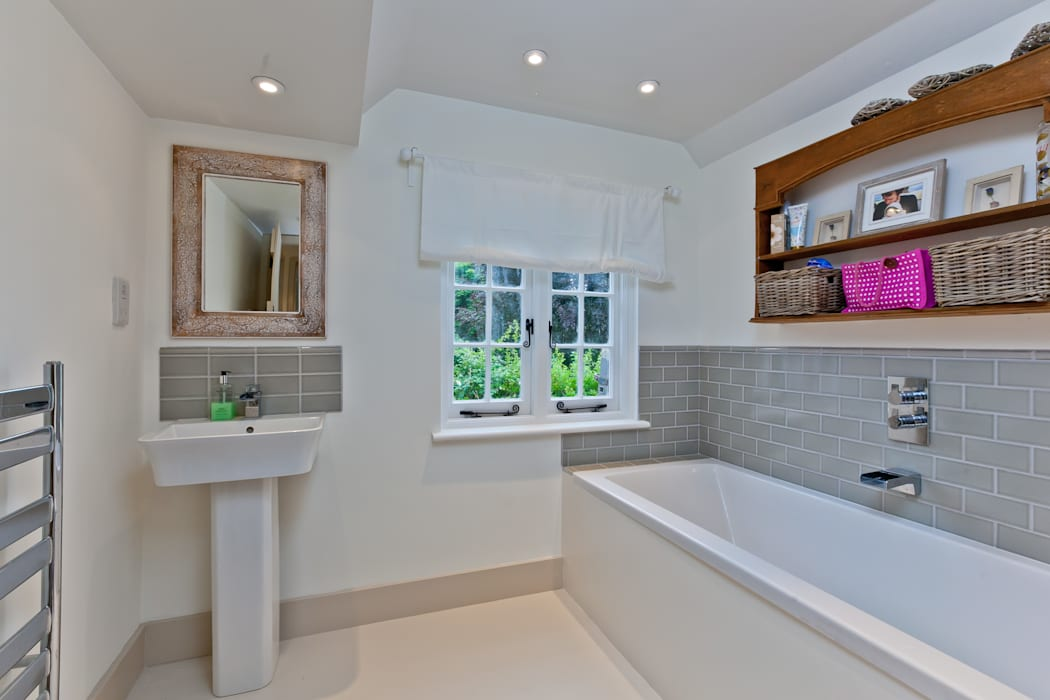Japonica Cottage, Surrey Rustic style bathroom by Orchestrate Design and Build Ltd. Rustic