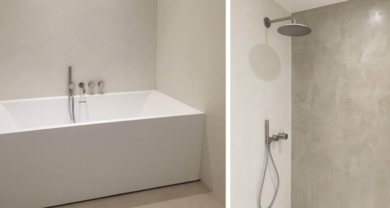 salle de bain épurée: Salle de bains de style  par AGENCE APOLLINE TERRIER
