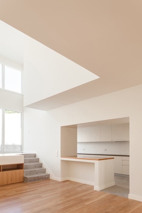 Minimalist living room by Colectivo Cais Minimalist