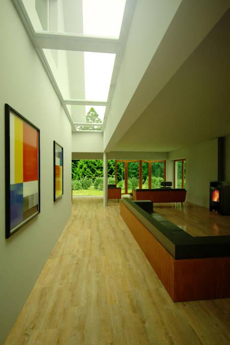 Ampliación casa habitación Hoffmann: Casas de estilo moderno por rochen