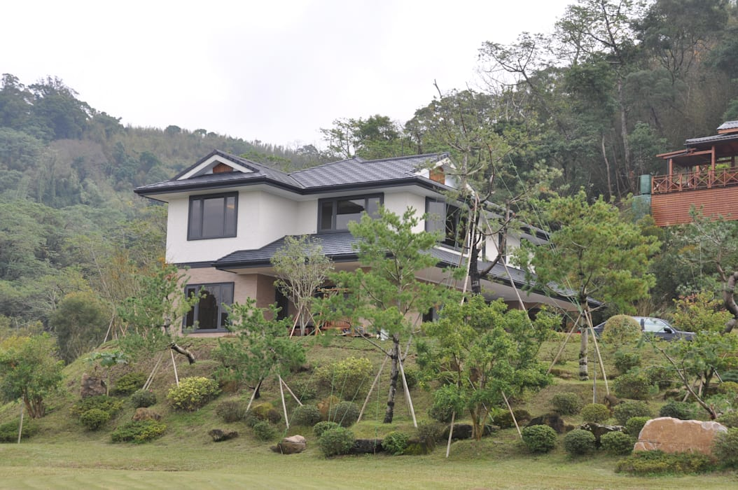日式鋼骨結構 _苗栗風雲宅 現代房屋設計點子、靈感 & 圖片 根據 翔霖營造有限公司 現代風