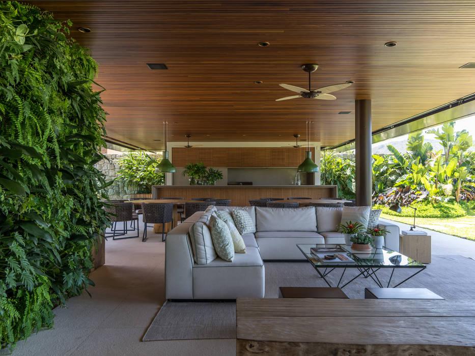 Garden by Daniel Nunes Paisagismo, Tropical