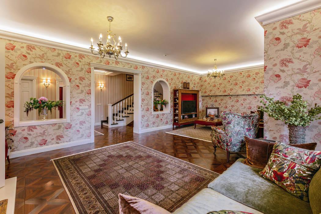 Роскошный интерьер загородного дома в английском стиле Гостиная в классическом стиле от Дизайн бюро Оксаны Моссур Классический