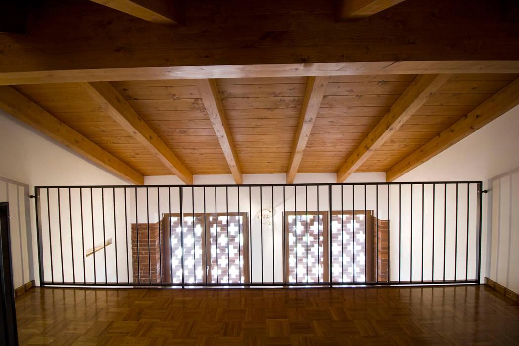 Soppalco: camera da letto in stile di lascia la scia s.a.s. | homify