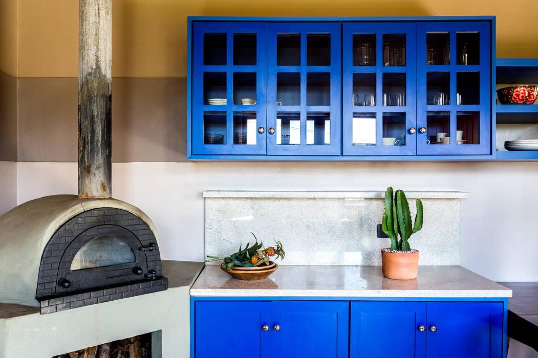 Cocinas de estilo  de ISLA ARQUITETURA, INTERIORES E DESIGN , Rústico Tablero DM