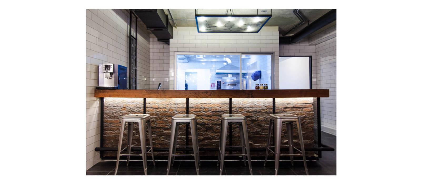 Barra y cocina: Bares y clubs de estilo  por ESPACIO 6280