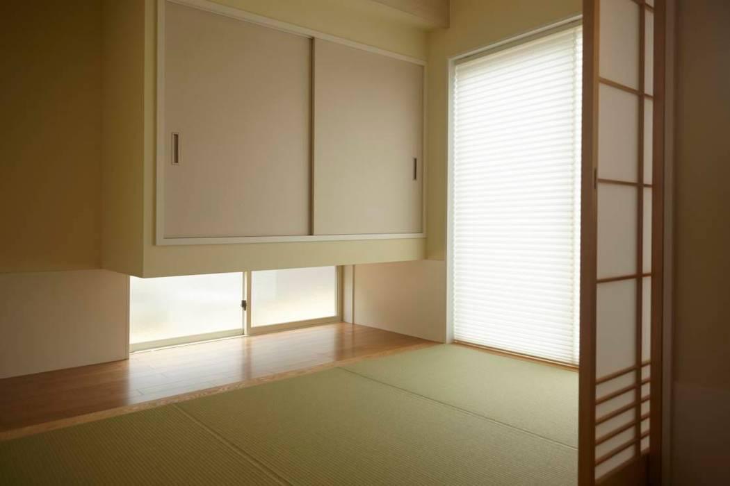 ハチの家: nido architects 古松原敦志一級建築士事務所が手掛けた和室です。,