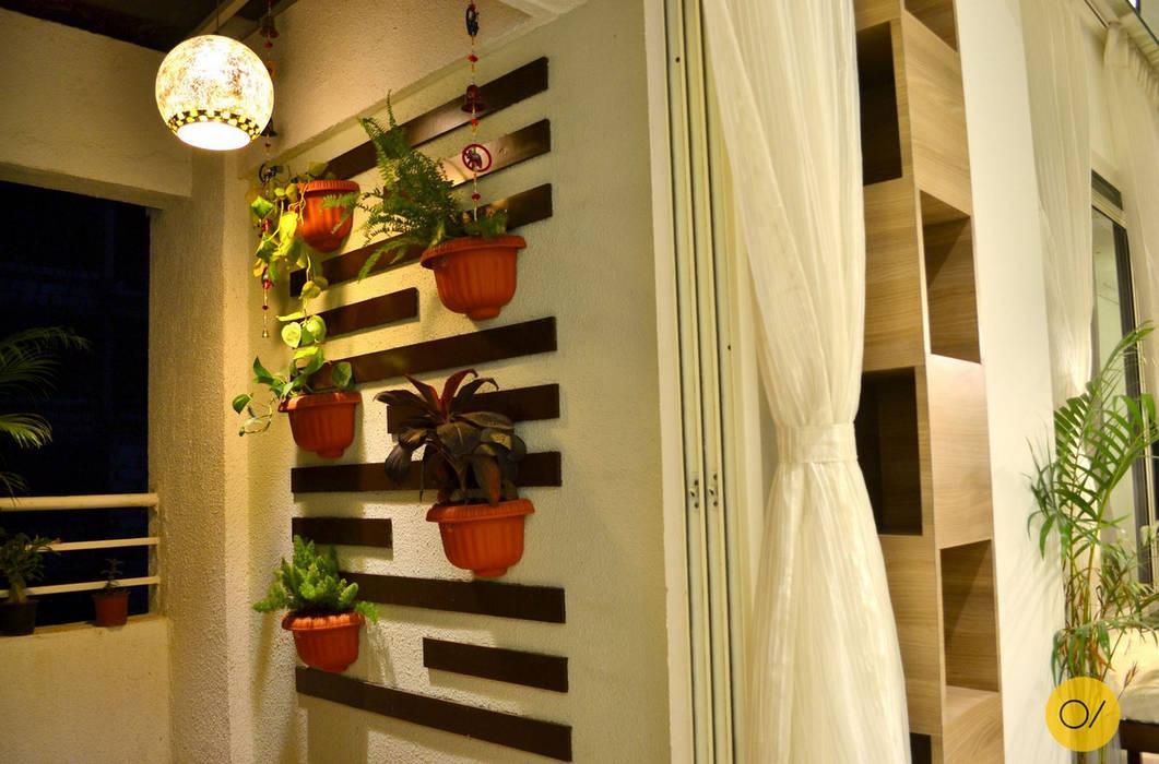 Aspirational Apartment Modern balcony, veranda & terrace by ogling inches design architects Modern