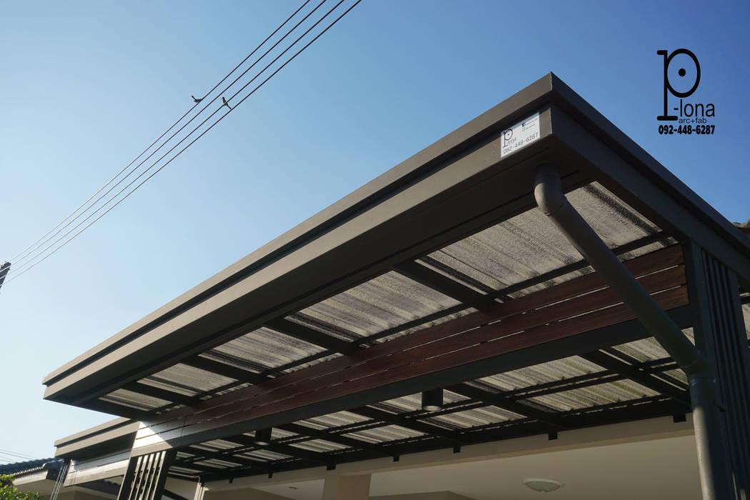 หลังคาโรงจอดรถ และกันสาด หลังคาเมทัลชีท โครงสร้างเหล็กสีดำด้าน:  โรงรถและหลังคากันแดด โดย P-lona, โมเดิร์น เหล็ก