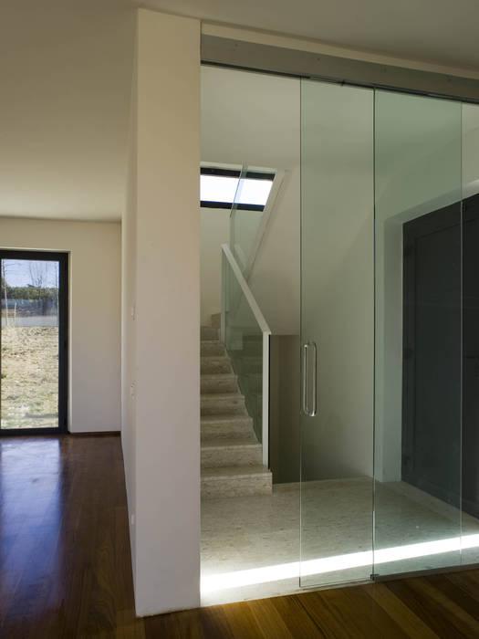 Edificio Residenziale Lorenzo Rossi Architetti Ingresso, Corridoio & Scale in stile moderno