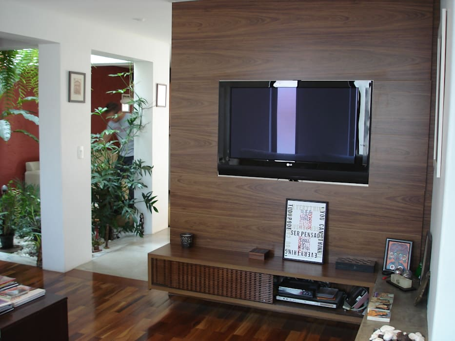 homify Living room Wood