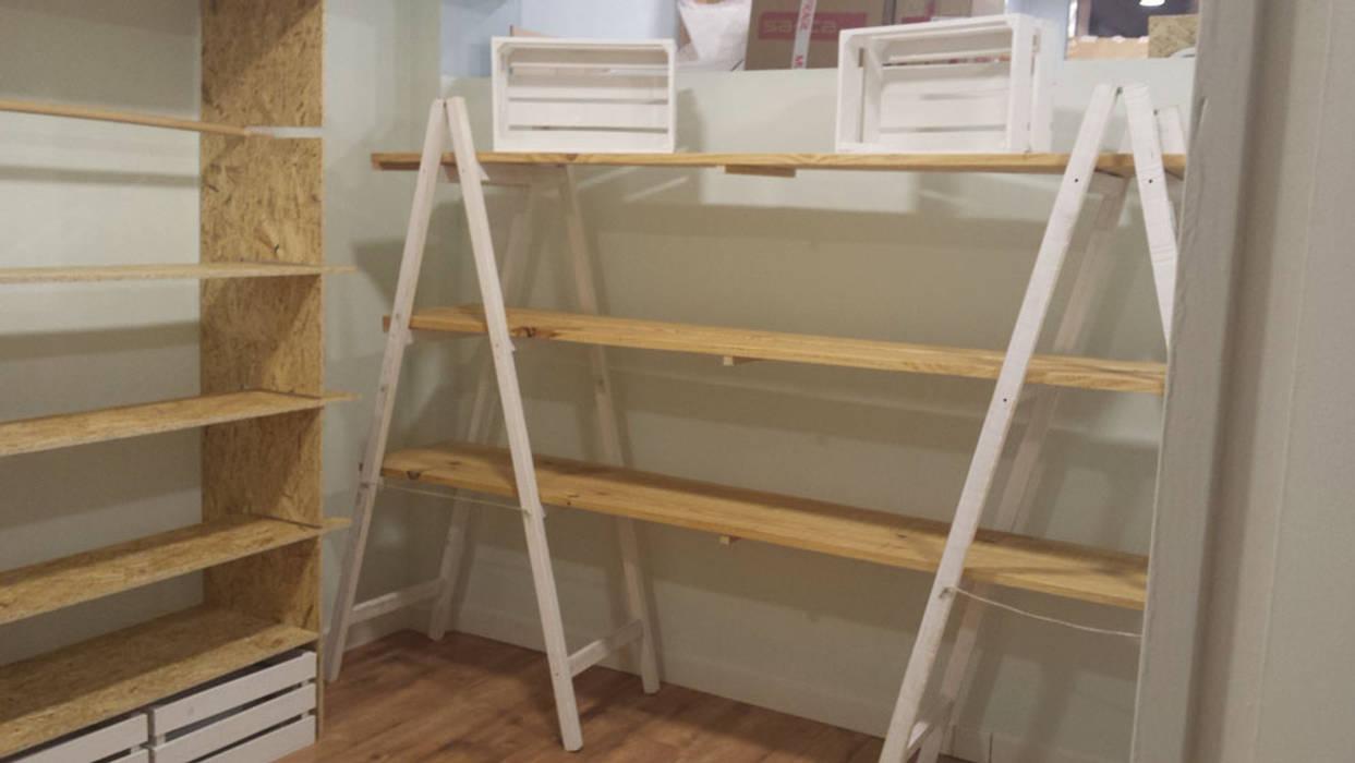 Estudios y biblioteca de estilo por mind made muebles for Muebles hechos con palets de madera