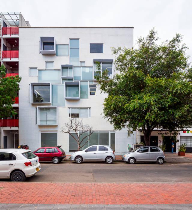 Murs & Sols modernes par MRV ARQUITECTOS Moderne