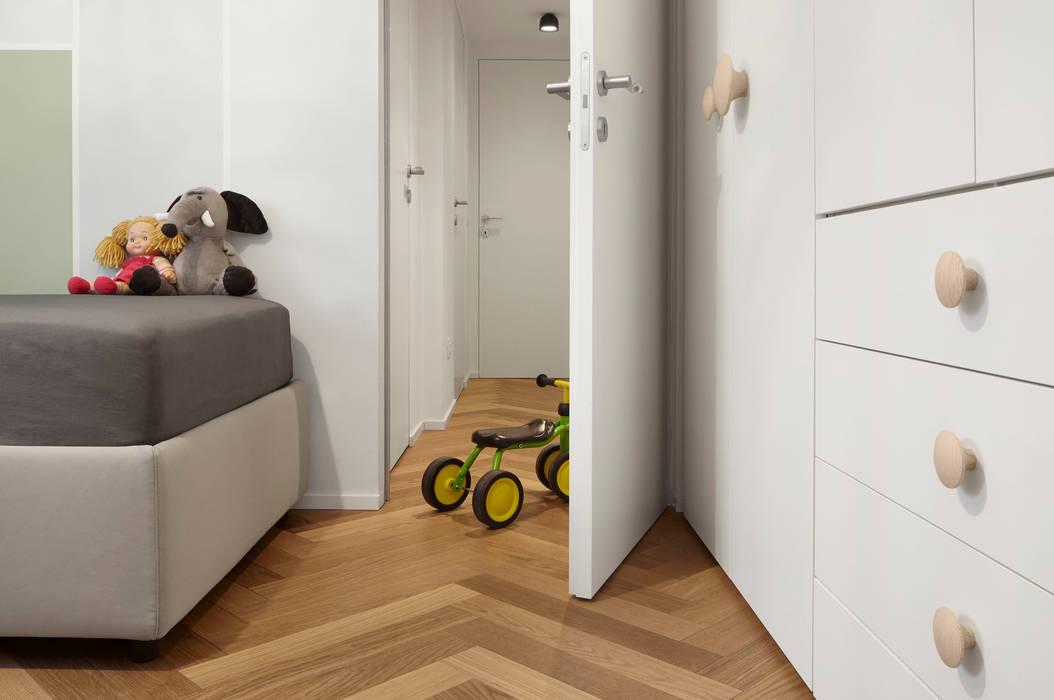 Nursery/kid's room by disegnoinopera, Modern Wood Wood effect